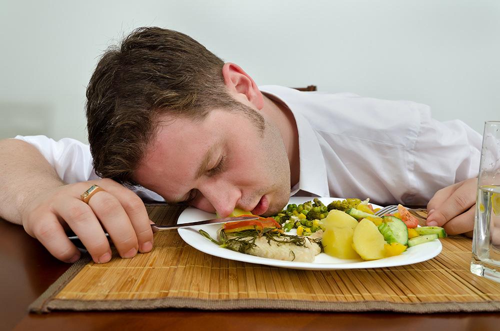 Как не уснуть после плотного приёма пищи?