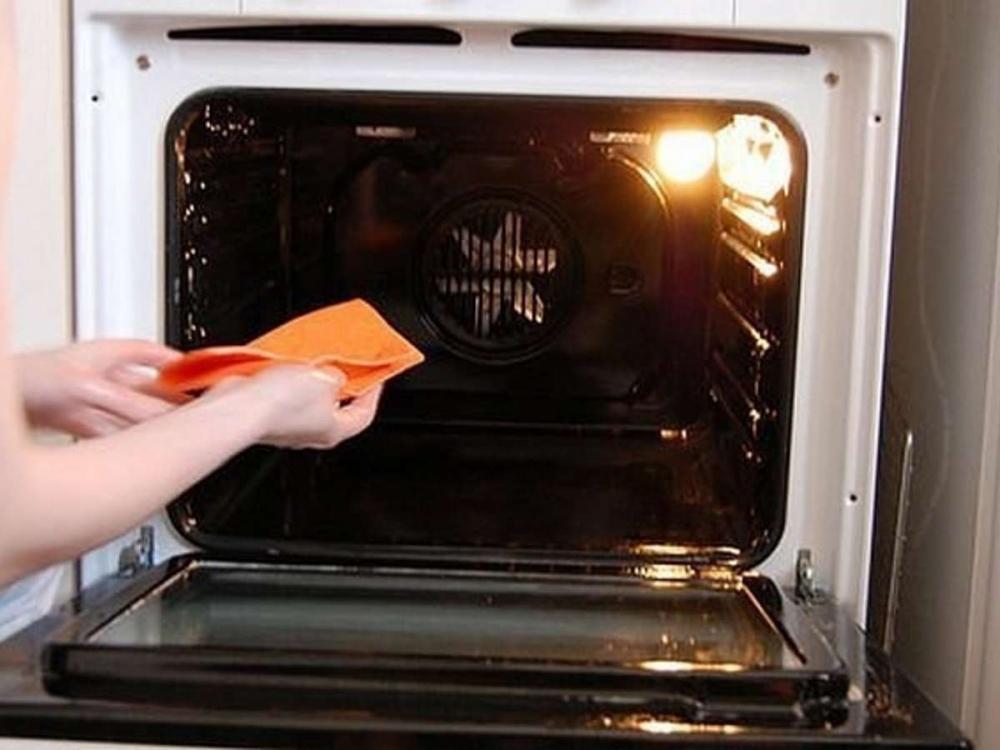 Как быстро и эффективно очистить духовку без особых затрат?