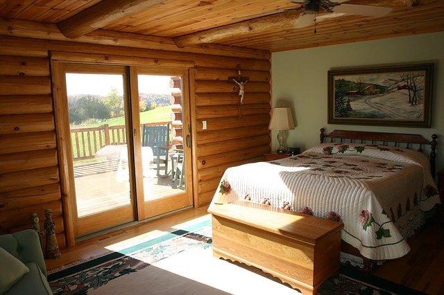 Спальня в деревенском стиле.
