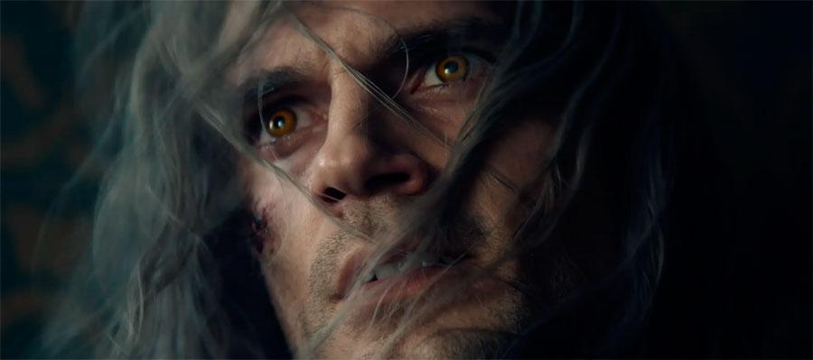 Белые волосы, желтые глаза: пропустить невозможно!