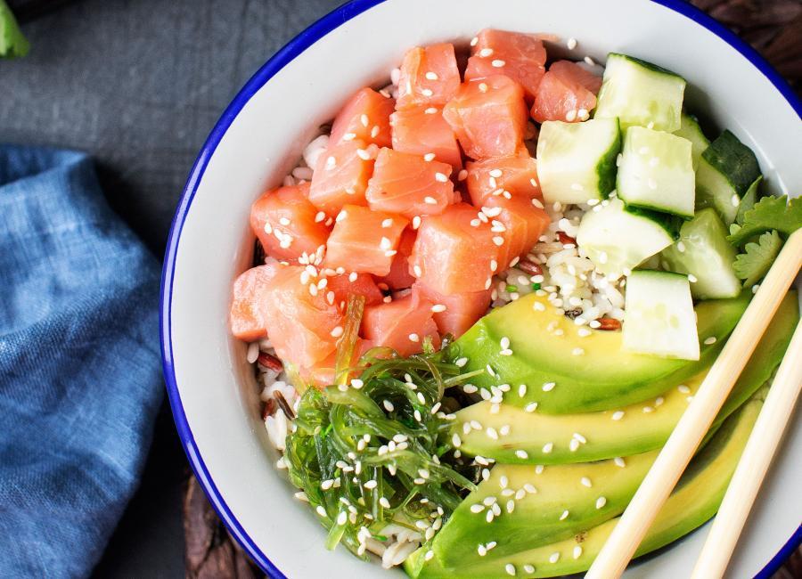 Салат боул, гавайский поке с лососем