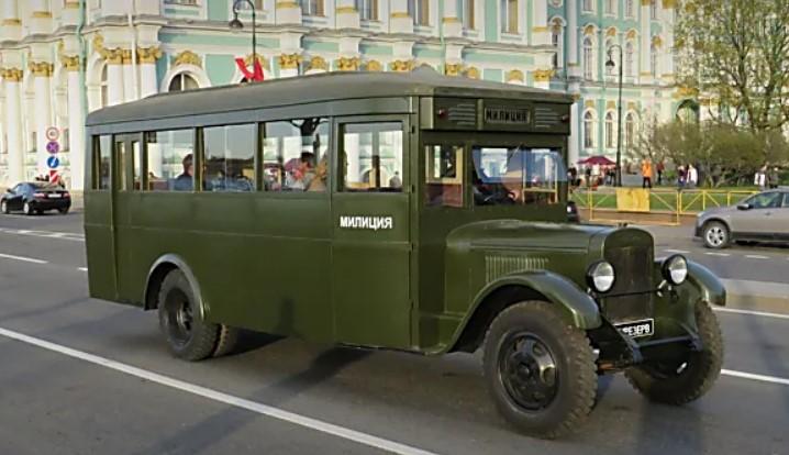 Напоследок постарайтесь вспомнить в каком советском фильме встречался этот автобус