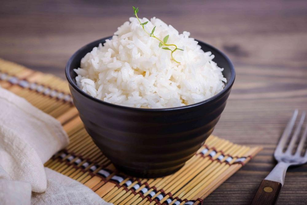 Какой секретный ингредиент, добавленный во время варки, поможет рису лучше развариться?