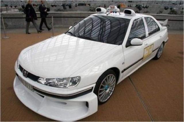 В фильме машина трансформировалась в спорт-кар и наращивала скорость куда быстрее обычных автомобилей