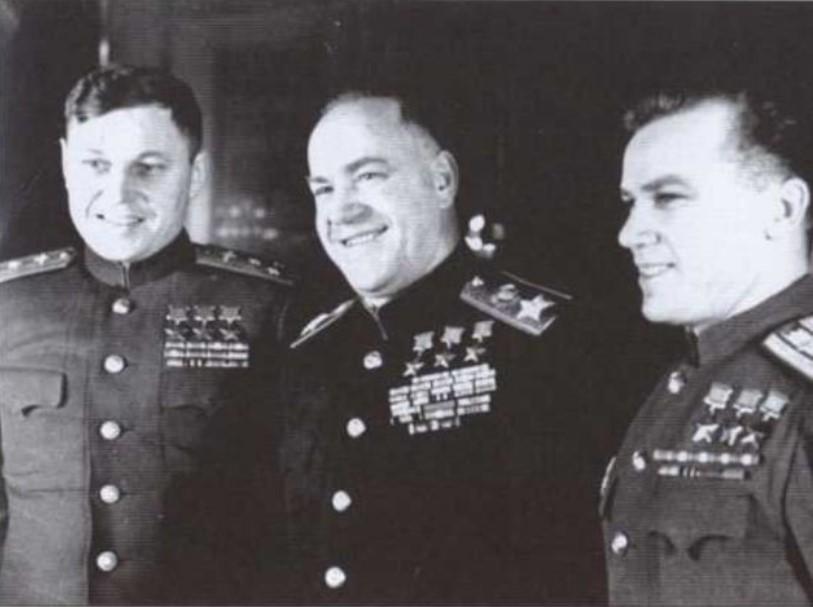 Звания «Герой Советского Союза» четырежды удостаивался