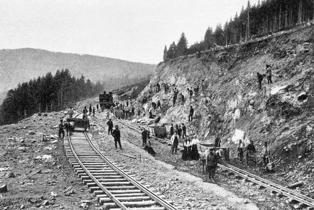 Начало строительства Транссибирской магистрали относится к