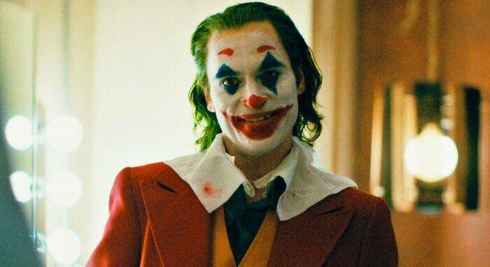 Продолжи цитату из фильма Джокер: Я вдруг понял, что большинство людей не слушают. Они просто ....