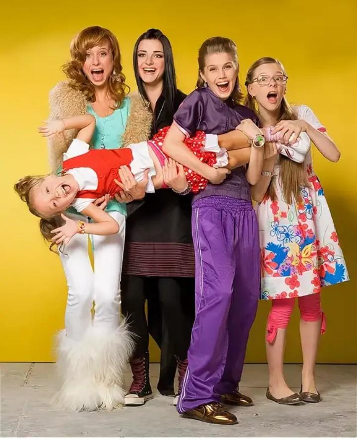 Сколько дочек в семье Васнецовых?