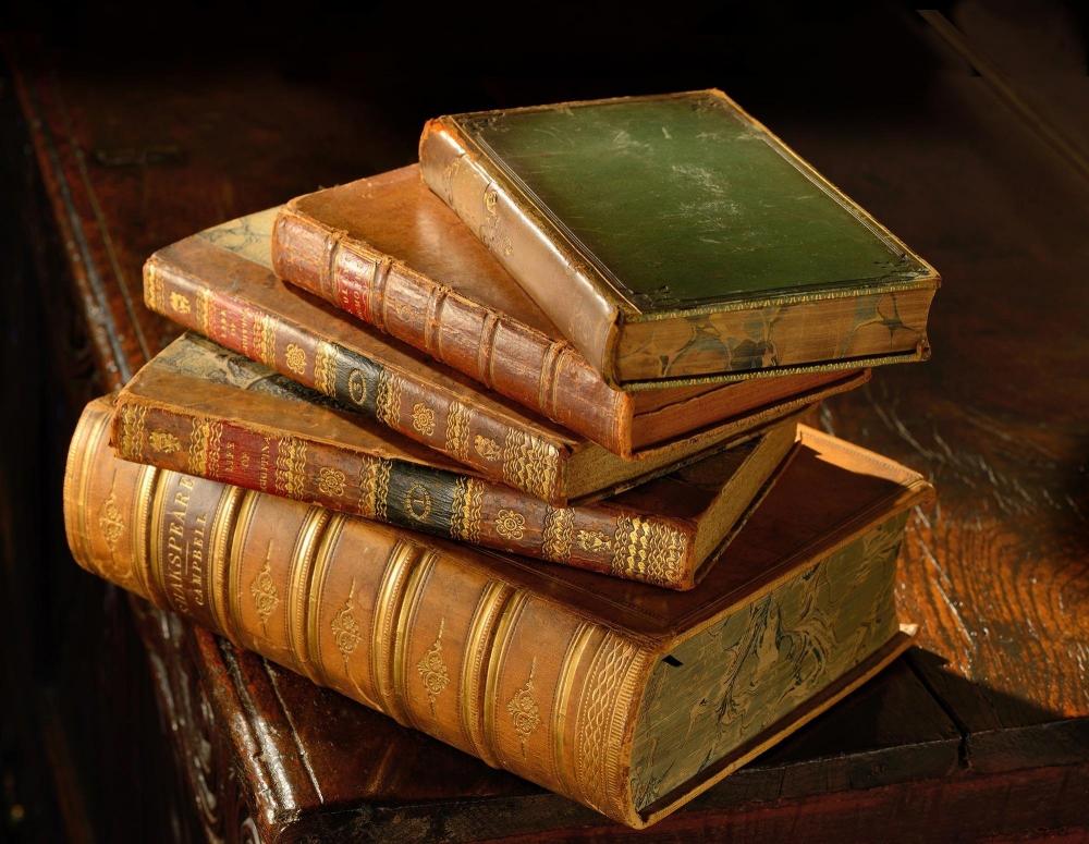 Роман-эпопея, в котором рассказывается о судьбах нескольких российских семей в 1805-1820 годы.