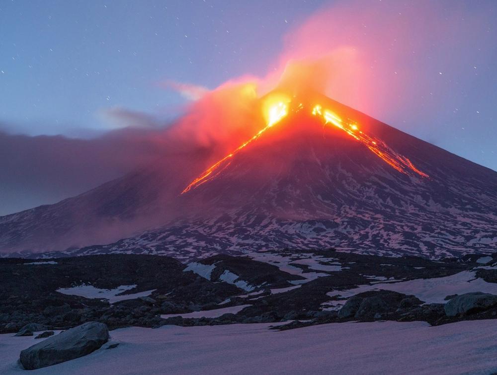 Какой действующий вулкан в России самый высокий?