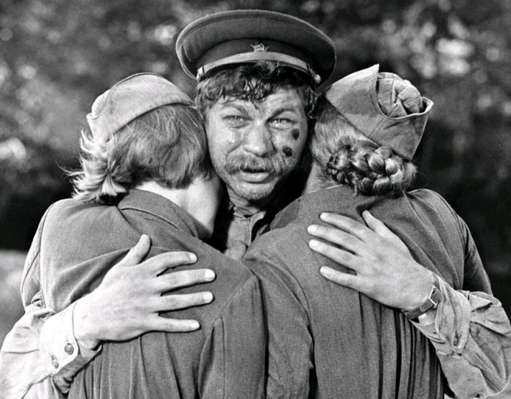 Какие «старики» идут в бой в одном из самых известных советских фильмов о войне?