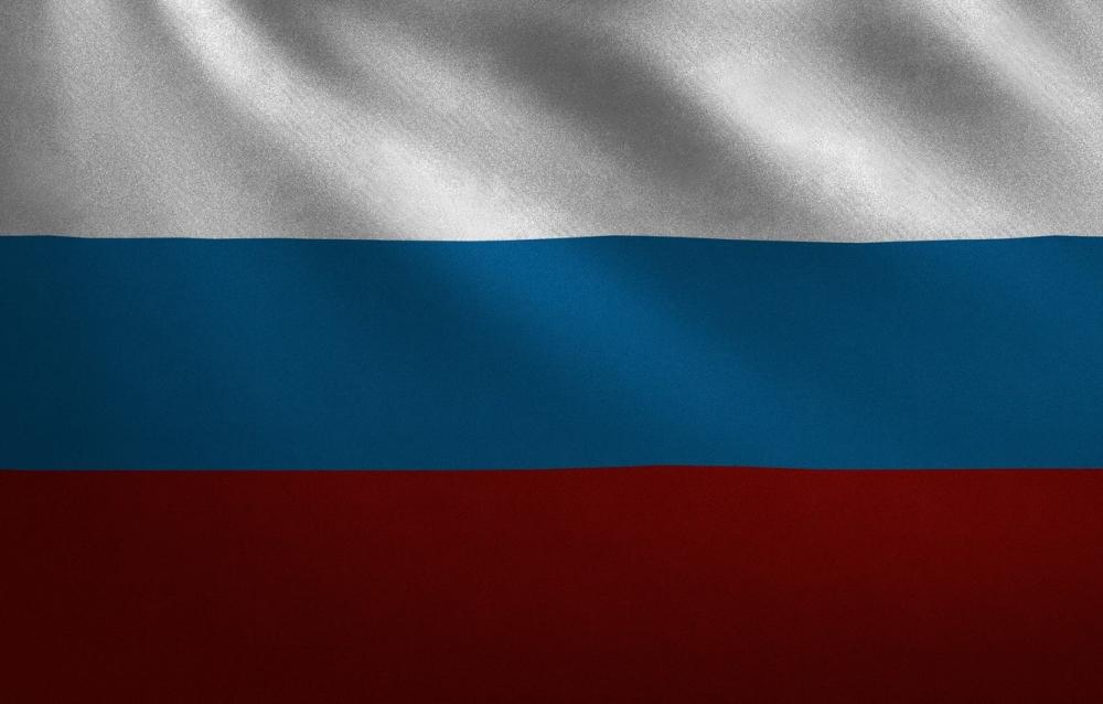 В федеральном законе «О государственном флаге РФ» оговорено, где должен находиться триколор при одновременном размещении нескольких флагов. Флаг страны всегда должен располагаться…