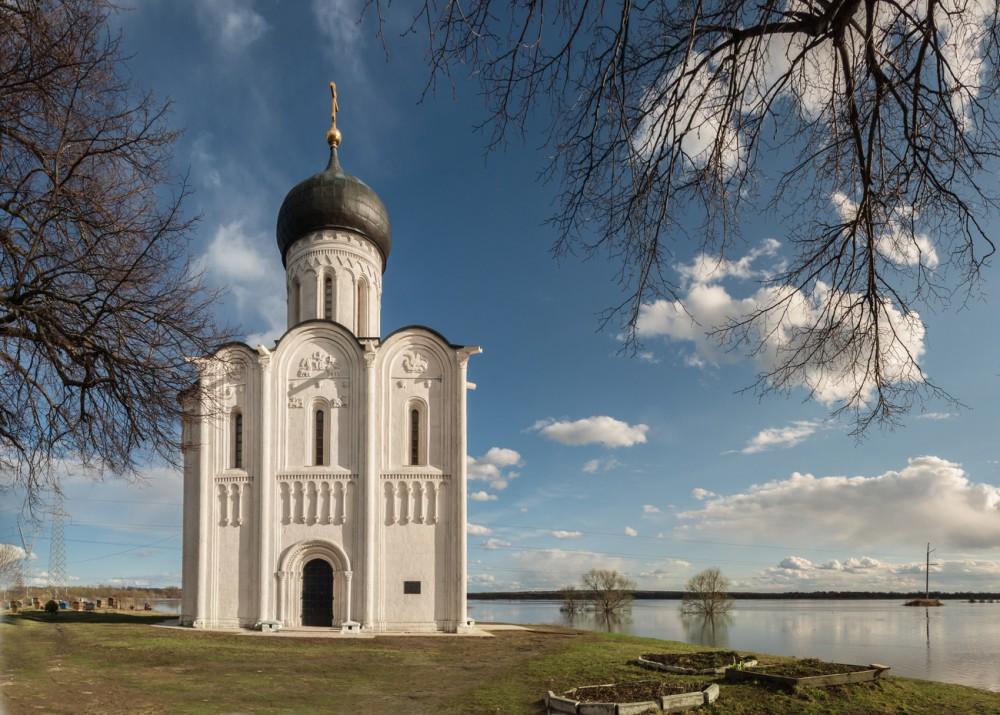 Один из самых совершенных храмов Руси, построенный в середине XII века наберегу Нерли близ г. Владимир, внесен в список Всемирного наследия ЮНЕСКО