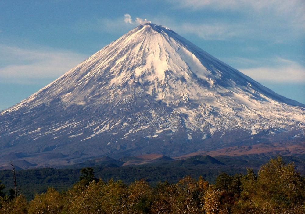 Какой из перечисленных вулканов относится к Ключевской группе вулканов Камчатки?