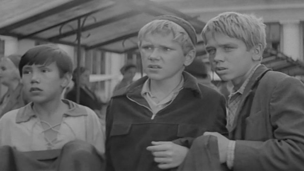 В каком из представленных фильмов главными героями выступали трое мальчишек: Мишка, Стёпка и Васька?