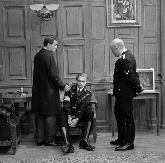 В каком городе проходили переговоры между Алленом Даллесом и генералом Вольфом?