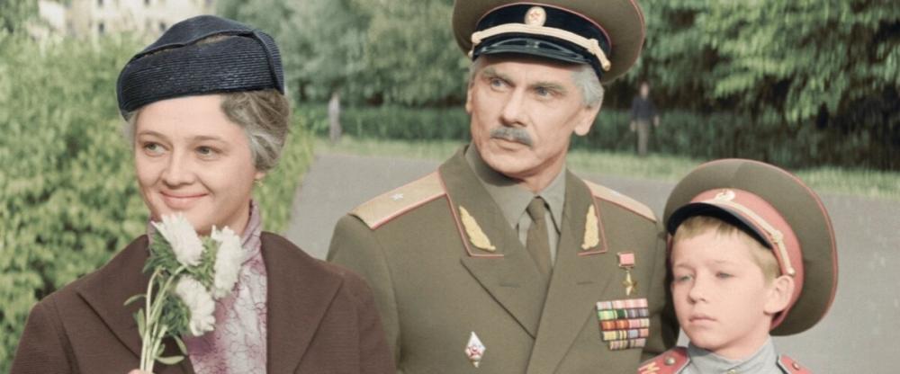 Кем становится Люба, жена Алексея Трофимова, в годы Великой Отечественной войны в знаменитом фильме «Офицеры»?