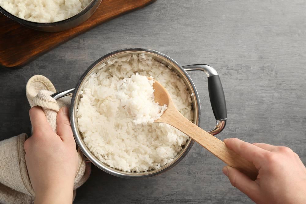 Можно ли перемешивать рис во время варки?