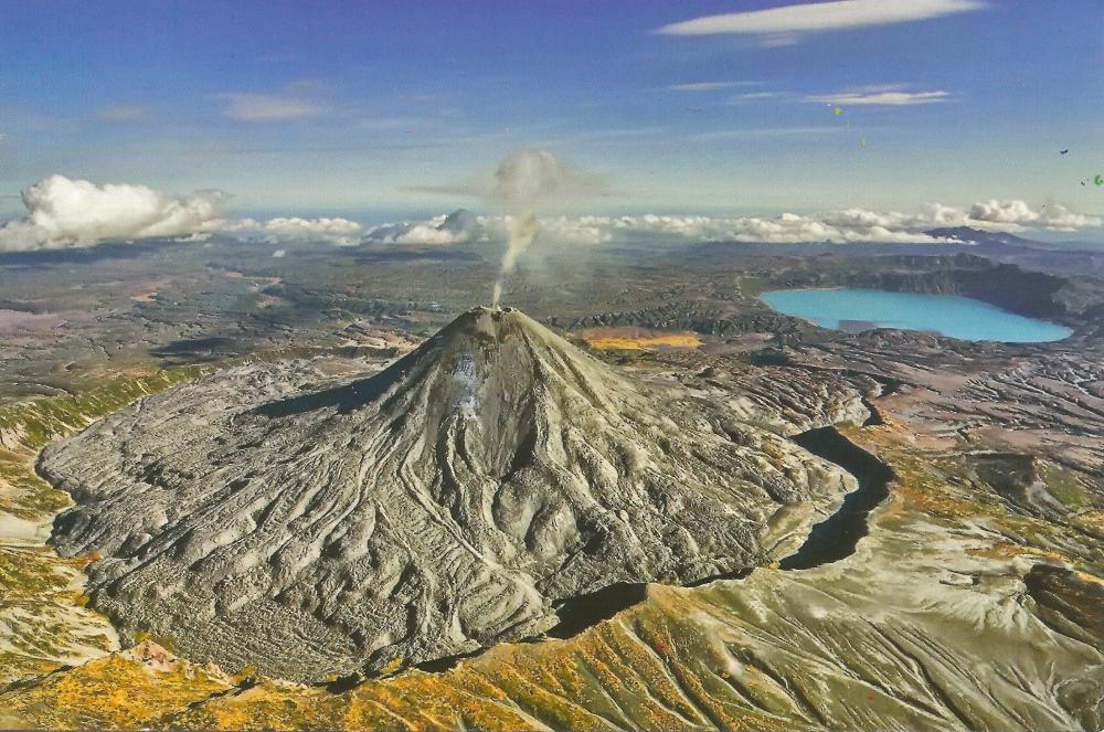 На русском языке вулкан называется Тятя, на японском — Тятя-Дакэ, а как его название звучит у коренных жителей острова — айнов?
