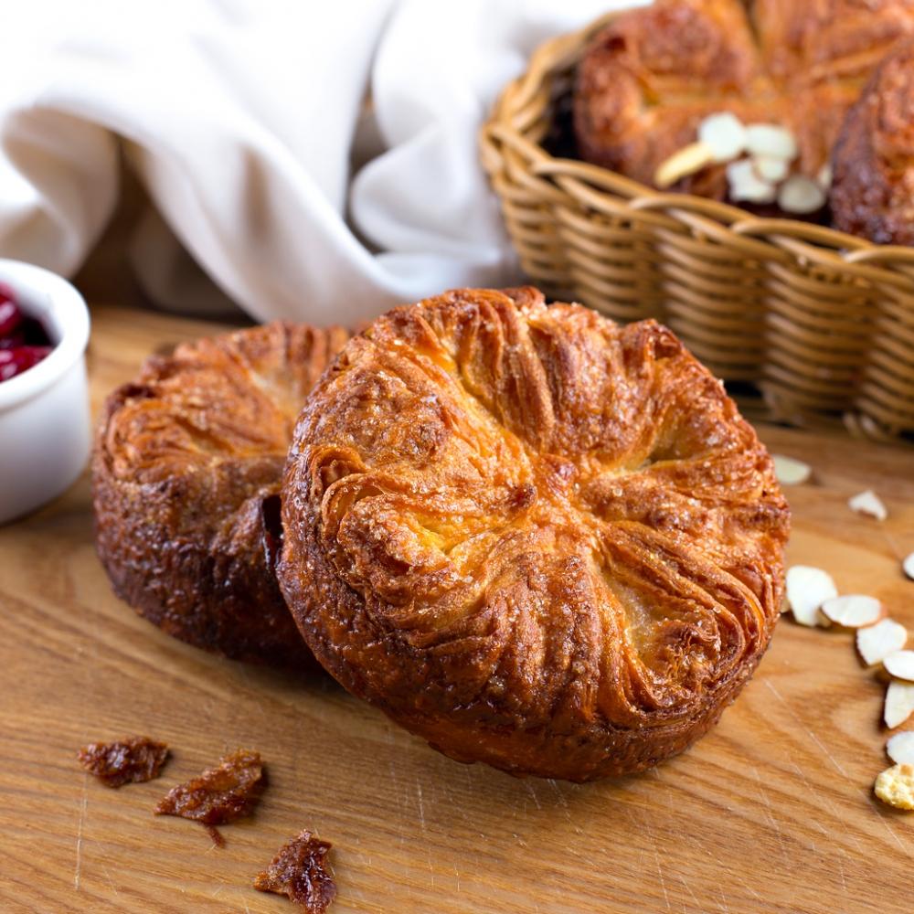 Кунь-аман (он же куинь-аман), бретонский слоёный пирог, созданный по традиционному рецепту содержит ...
