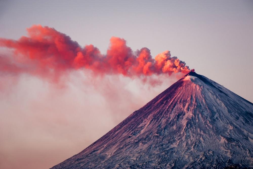 Кто дал имя вулкану Прево́, находящемуся на острове Симушир Большой Курильской гряды?